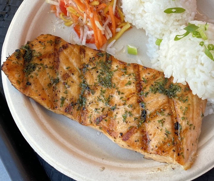 barrio, salmon, plate food